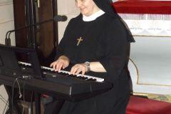 Siostra-Gabriela-organistka